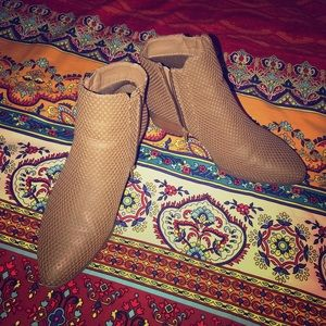 Brand new sz 8 booties!